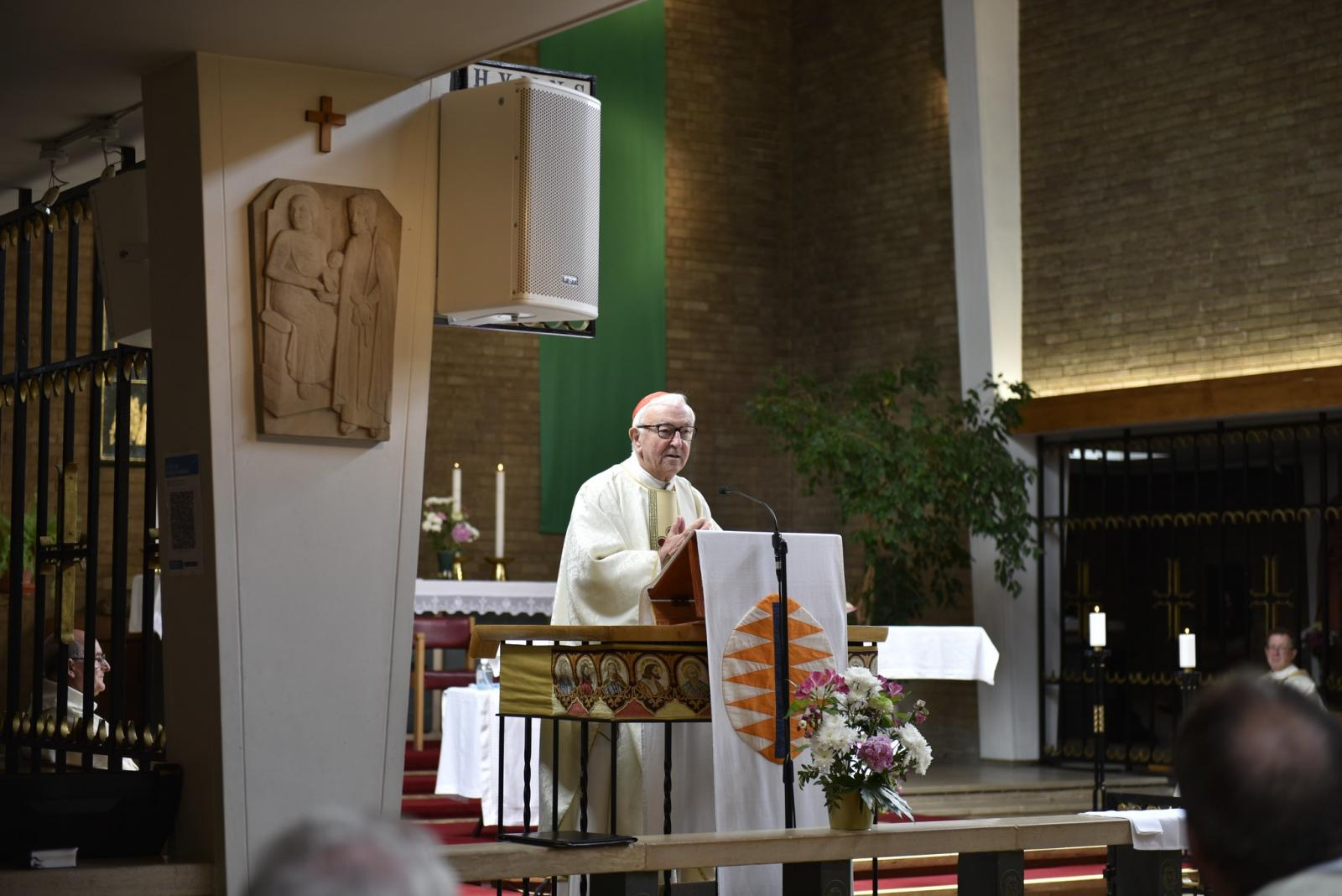 Cardinal thanks priests for their ministry during 'difficult and demanding times' - Diocese of Westminster