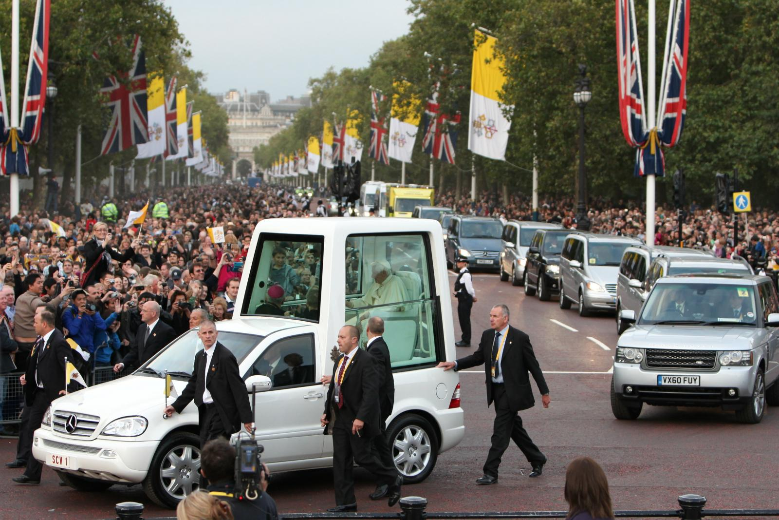 Thanks and blessings from Pope Emeritus Benedict - Diocese of Westminster